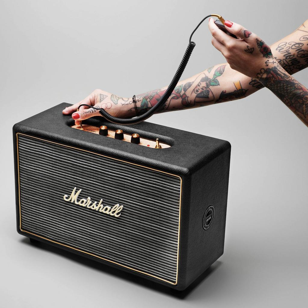 Marshall Stanmore bluetooth højtaler, sort jackstik, 2 tatoveret hænder